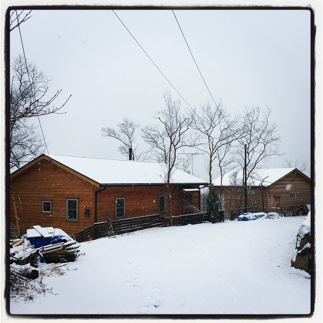 nownagasaka*base、mountain*mountainは今朝未明からの雪で いまはこんなかんじ^^ 雪のおかげか 意外と暖かい^^