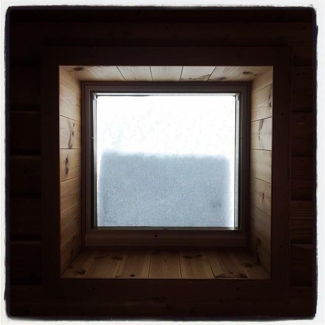top light 天窓にだんだん雪が積もってきました^^;