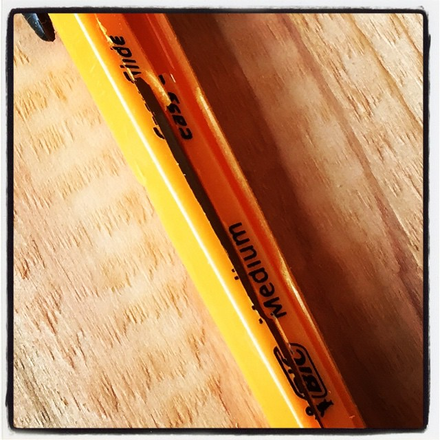 break down いつも使っている BICのボールペン^^作業中 ついついポケットに入れたままにしてしまうと バリバリに^^; テープまいて使いますけど^^; #nagasakabase #mountainmountain #セルフビルド