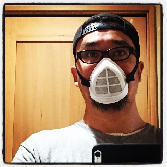 work in dusty environment 最近の作業はサンダーで削ったりする作業が多く マスクが手放せません^^ 気を削って タイルをカットして レンガもカット^^絶えず全身叩くとホコリが出るヤツになってます^^; #nagasakabase #mountainmountain #セルフビルド