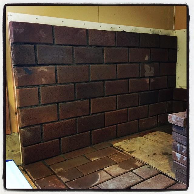 baked-mud mountain*mountain 店内の薪ストーブ用の炉台の続きを施工中^^ 煉瓦とモルタルを積み重ねていきます^^ ひととおり積み上げたら 目地を打ってまわりに枠を付ければ完成の予定^^; #mountainmountain #nagasakabase #セルフビルド #selfbuild