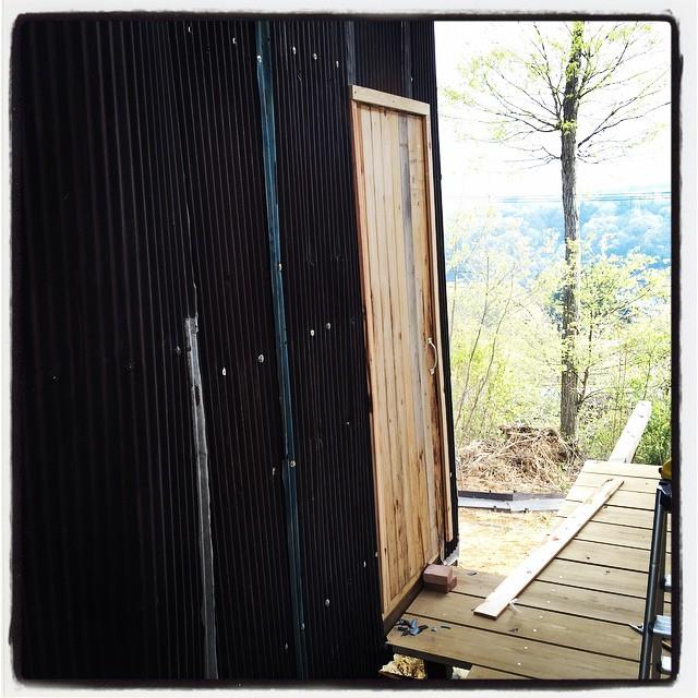 toilet 保健所という 大人の事情に合わせてえいやっと仮設したトイレのドアを 一旦外してから 修正を加えて施工し直しました^^ #nagasakabase #mountainmountain #そんなあなたはスパイシー