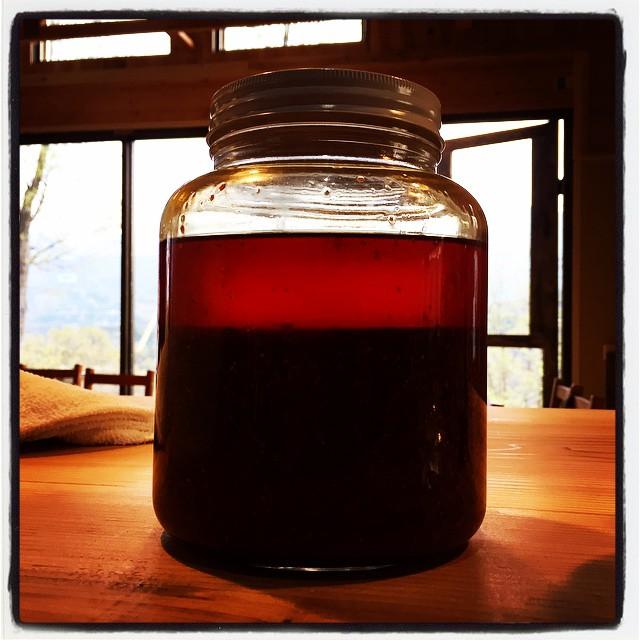 chili oil 作業の合間の合間の合間をぬって 自家製の辣油も仕込みました^^ いつも作っている辣油ですが 今回はスパイスとハーブの種類を増やしてみました^^ #nagasakabase #mountainmountain #spice #kitchen #そんなあなたはスパイシー