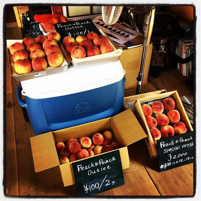 peach*peach mountain*mountainに置いてある peach*peachの mountain*peach^^; outletですが 興味のある方は 覗きにいらしてください^^ 次回は 火曜日のランチ営業から販売させていただきます^^ 遠方からも さがし探し来店してくださる方の多かった日曜日 ありがとうございました^^本日の営業も無事終了いたしました!ありがとうございました^^ #mountainmountain #nagasakabase #そんなあなたはスパイシー #peachpeach