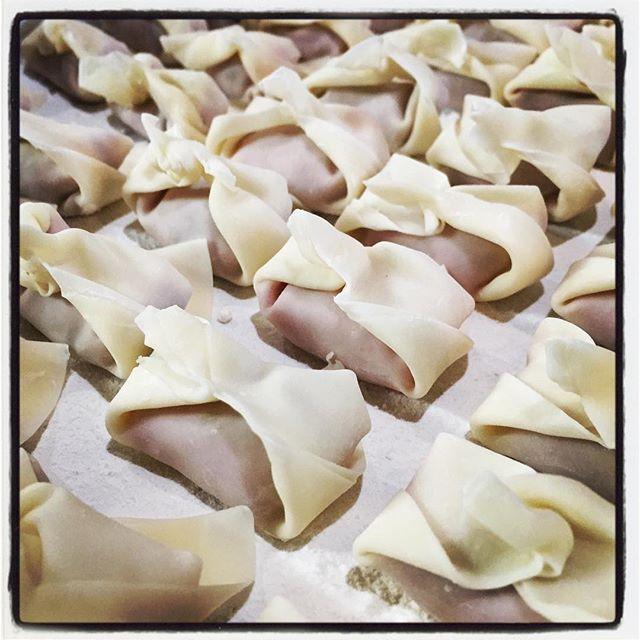 won-ton 新しいメニューの試作中^^ 雲呑^^ 香港麺とあわせて ワンタン麺になる予定^^ ガラスープも仕込むので フォーなんかもいけそうです^^ #nagasakabase #mountainmountain #そんなあなたはスパイシー #BEEK05