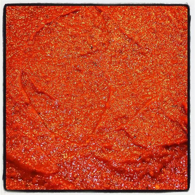 tomato sauce 大鍋二つ分のトマトは 刻まれ 煮込まれ 大鍋一つ分にちょと足りないくらいの でも大量のトマトソースになりました^^ 使い道はこれからいろいろ考えます^^; #nagasakabase #mountainmountain #そんなあなたはスパイシー