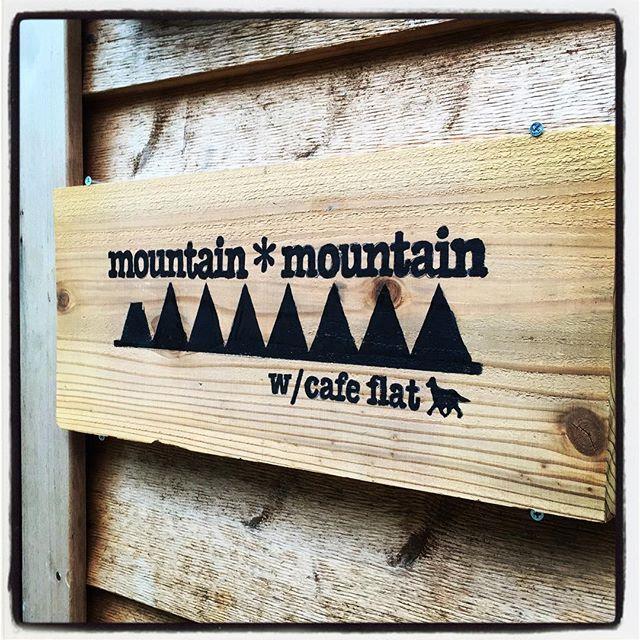 sign mountain*mountainの入口に看板がつきました^^ 店の場所もわかりにくいが 店のエントランスもわかりにくいので 店名を印した看板を設置しました^^ #nagasakabase #mountainmountain #そんなあなたはスパイシー