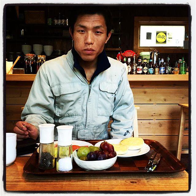 morning 朝ごはんを食べてる奴がいる^^; #nagasakabase #mountainmountain #そんなあなたはスパイシー