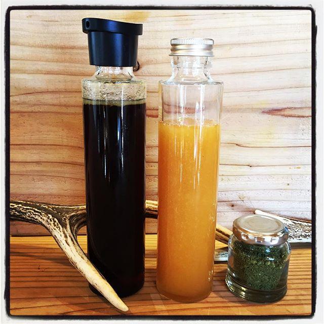 original 販売中のオリジナル商品の瓶が変わりました^^ 日本蜜蜂の蜂蜜は mountain*mountainで採蜜した 爽やかな百花蜜^^一年一度の自然のめぐみです^^ foodies sauceは肉に野菜にご飯にと何にでも合うスペシャルなソースです^^醤油をベースに 香味野菜と鴨肉を煮込んで作った美食なソース^^炒め物 つけダレや漬け込みダレにとお使いいただけます^^ phakchi salt original・パク塩^^まだパクチーハウス東京の出来る遥か前 パクチー好きの為に開発・命名した パクチーを使ったハーブソルト^^味付けに 彩りに^^使えば全てがパクチーに!また近日中にパク塩のバリエーションや オリジナルスパイスやソースがラインナップに加わる予定です^^