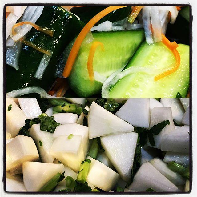 kimchi 白菜に続いて カクテキ用の大根と オイキムチ用の胡瓜もカットして塩漬けに^^ 揉み込んで しばらく放置^^ このあとは 塩抜きした白菜ともども 漬けこみます^^ #nagasakabase #mountainmountain #そんなあなたはスパイシー #beek05