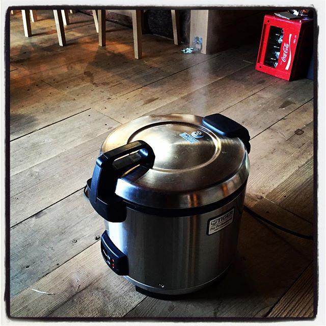 rice cooker mountain*mountain catering sectionが稼働中^^ ご飯を炊いています^^ 本日は 北杜の新米をチョイス^^ #nagasakabase #mountainmountain #そんなあなたはスパイシー