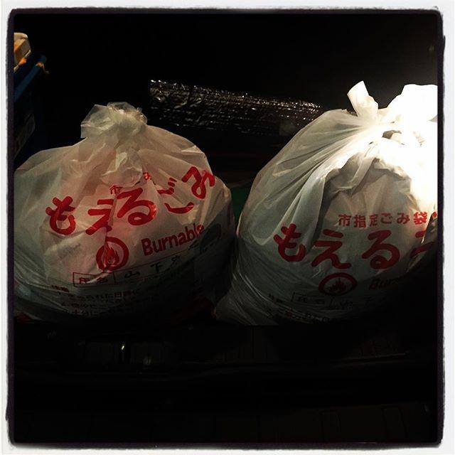 oh, sick!お店の休みを利用して 久しぶり東京へ^^ しばらく行っていなかった 父親の墓まいり^^ ついでにその他諸々の所用を詰め込んできました^^ 今回の唯一の失敗は・・ 途中でゴミステーションに捨てるはずのゴミをわざわざ東京まで持って行ってしまった^^;もちろん持って帰ってきました^^; #nagasakabase #mountainmountain #そんなあなたはスパイシー #mountainlife