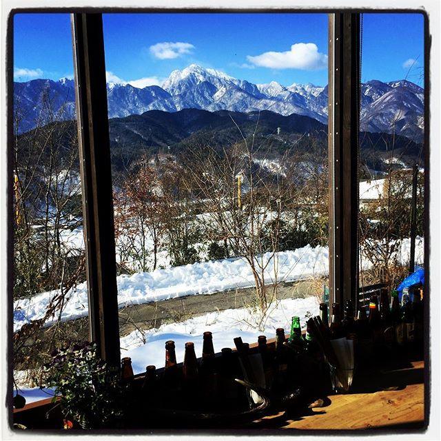 goodmorning mountain*mountainのある長坂は今朝もいい天気です^^そのかわりと言ってはなんですが よく冷えております^^; 11:30からのランチタイム 本日もカラダアタタマルメニューをご用意してお待ちしております^^ #mountainmountain #nagasakabase #そんなあなたはスパイシー #mountainlife