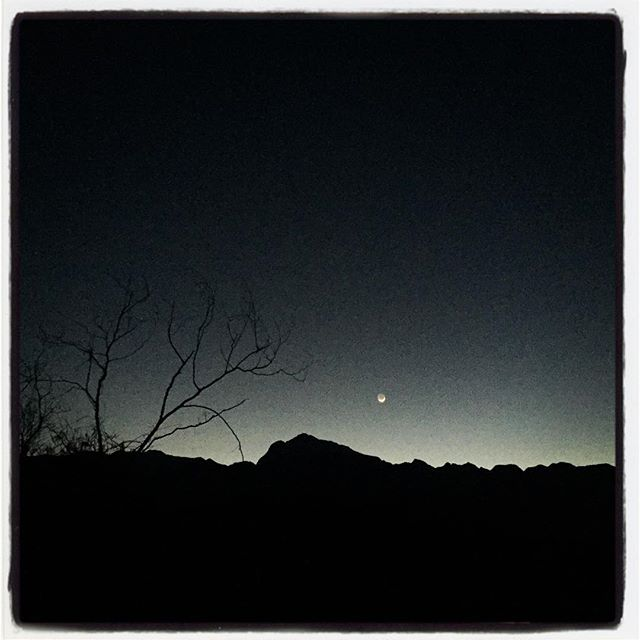 crescent moon 太陽が沈んで 消えそうな三日月が姿を現しました^^ #nagasakabase #mountainmountain #そんなあなたはスパイシー #mountainlife #mountain