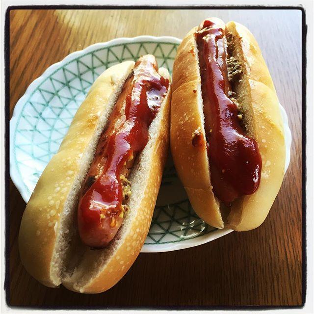 hot dog 昨日の天然酵母パンは 今朝にはホットドッグになつて 美味しくお腹の中へと収まりました^^ #nagasakabase #mountainmountain #そんなあなたはスパイシー #mountainlife #hotdog