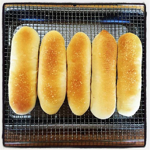 pan pan美味しそうなパンは 食べたらやっぱり美味しかった^^ 天然酵母のパンが いい感じで焼けました^^ 試作品なので 市場には出回りませんが^^; #mountainmountain #nagasakabase #そんなあなたはスパイシー #天然酵母 #bread