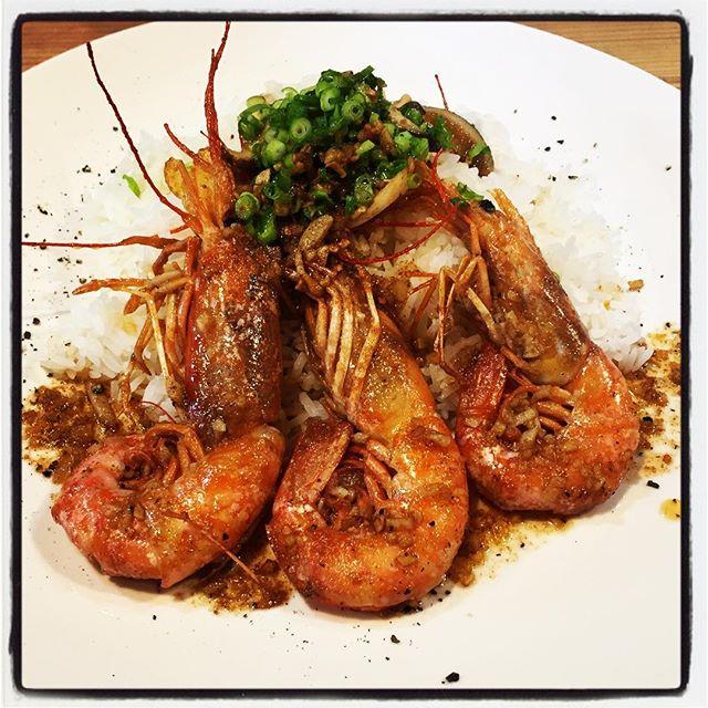 garlic shrimp 本当は試作しなくても その美味しさはわかっていました^^; でも 頭の中がガーリックシュリンプになってしまったので 今日の賄いはこれで^^ やっぱり美味しかった^^; #mountainmountain #nagasakabase #そんなあなたはスパイシー #mountainlife #garlicshrimp