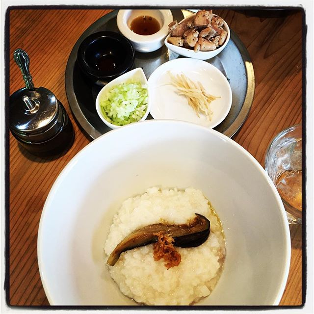 make rice gruel 本日の賄いは 香港式の粥^^ たまに食べたくなる^^出来れば朝粥^^ 朝やったら 食べに来てくれる人いるのかな^^; #mountainmountain #nagasakabase #そんなあなたはスパイシー #mountainlife