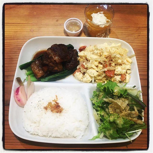 plate 食器をお預かりしての お持ち帰りプレート^^ 今回は 沖縄から島豆腐が届いたので 豆腐チャンプルーと ソーキ肉の煮込みにサラダとデザートには マンゴーゼリーで ワンプレートに^^ そんな感じのご要望にも^^ #mountainmountain #nagasakabase #そんなあなたはスパイシー #mountainlife #plate #dinner #okinawa