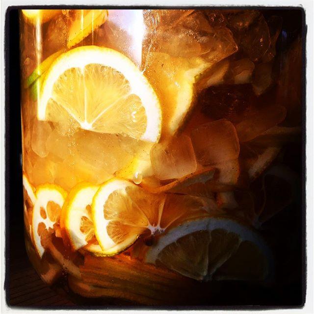 lemonade いい感じのレモンが手に入ったし 暑いし もうすぐ夏だから・・さっぱりとレモネードをメニューに加えようと思っています^^ 一週間ぐらいしたらつかるかな^^ #mountainmountain #nagasakabase #そんなあなたはスパイシー #mountainlife #lemonade