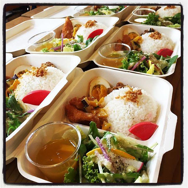 catering mountain*mountain catering sectionは今日も稼働中^^ ・季節野菜の彩りサラダ・白身魚のフライ レッドカレーソース・台湾式魯肉飯 w 味玉・赤大根のピクルス・ジャスミンライス・ミニマンゴーゼリーという内容で作らせていただきました^^ お弁当、テイクアウト、ケータリング等 ご相談いただければご対応させていただきます^^ #mountainmountain #nagasakabase #そんなあなたはスパイシー #mountainlife #catering