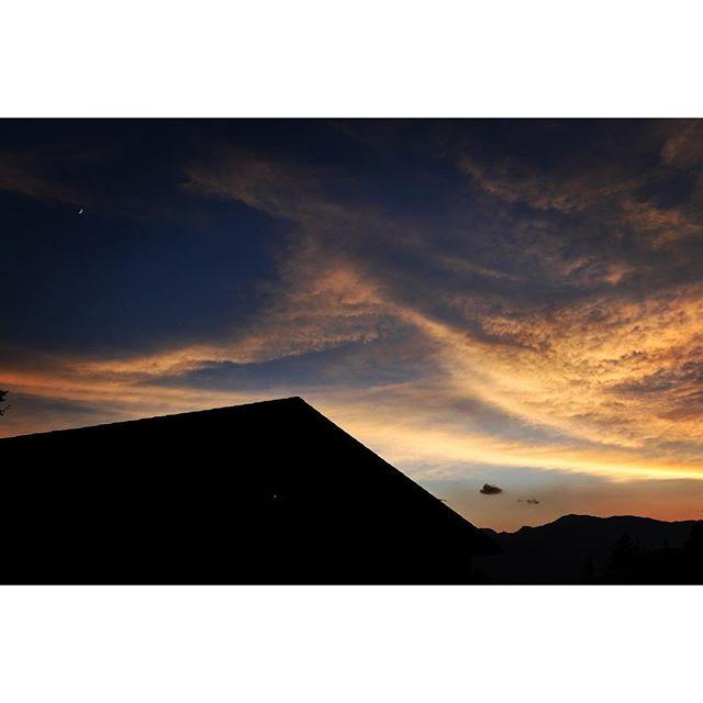 days ago やっぱり数日前^^; この日の夕陽は綺麗だった^^ #nagasakabase #mountainmountain #そんなあなたはスパイシー #mountainlife