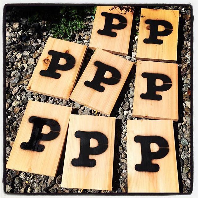 parking sign ラミネートで仮マークにしていた 駐車場の看板のダメージが酷くなったので 木製サインボードに変更^^ P マークを切抜き スプレー^^ 量産中#mountainmountain #nagasakabase #そんなあなたはスパイシー #mountainlife