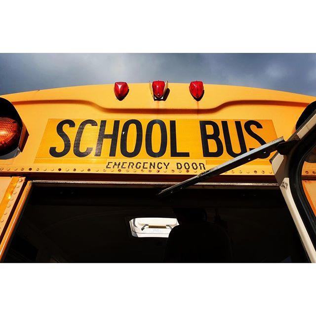 school bus なんてこないけれど ロゴとフォントがおしゃれ^^ #mountainmountain #nagasakabase #そんなあなたはスパイシー #mountainlife  #8mountainworks