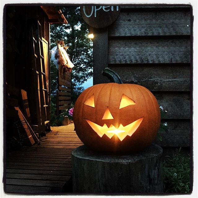 Halloween そーか ハロウィンはまだ1ヶ月以上先だった^^; かぼちゃ光ってます^^ #mountainmountain #nagasakabase #そんなあなたはスパイシー #mountainlife #Halloween