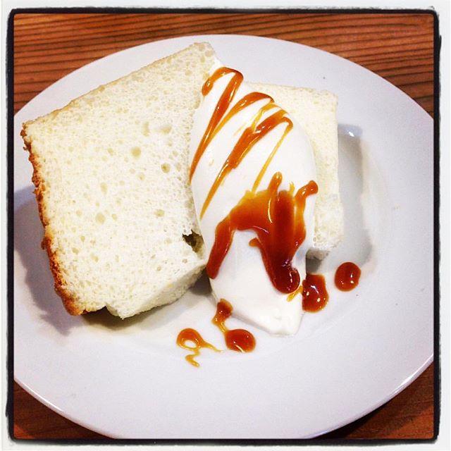 angel chiffon cakeティータイムでお出ししている 三種のケーキのうちのひとつ^ ^ランチタイムのデザートにも出来ます!#mountainmountain ##nagasakabase #そんなあなたはスパイシー #mountainlife #chiffon