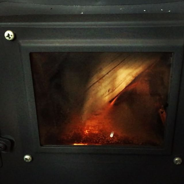 stove 今日もストーブに火がはいっています^^ 11月27日(日)も 11:30より ランチタイム〜17:00までのカフェタイムまで ずーっと開いております^^ 14:30からのカフェタイムも ケーキ、コーヒーはもちろんお食事も出来ます!#mountainmountain #nagasakabase #そんなあなたはスパイシー #mountainlife #stove