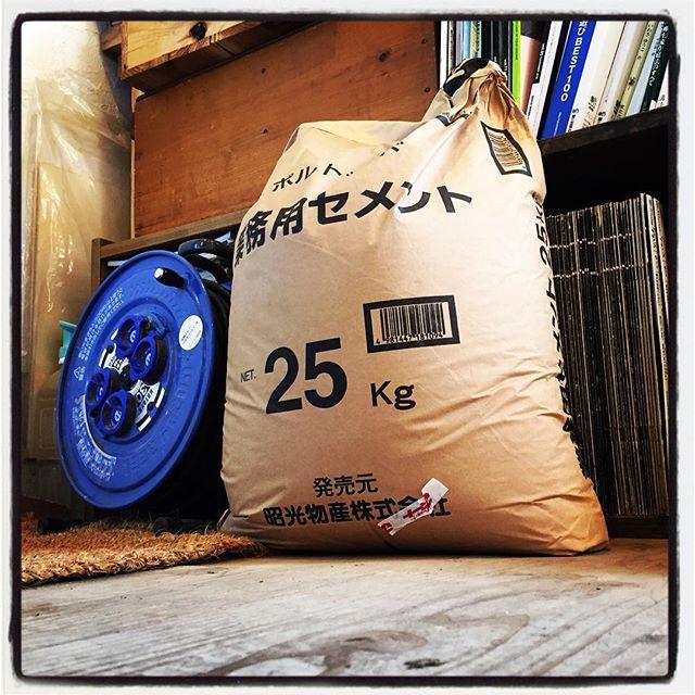 cement 本日は 雨上がりのためmountain*mountainの店内にセンメン袋が避難しております^^; #mountainmountain #nagasakabase #そんなあなたはスパイシー #mountainlife