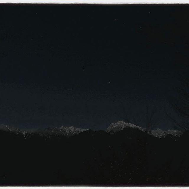 full moon 満月の夜には 月明かりでアルプスの山々が暗闇に浮かびたつ^^ #mountainmountain #nagasakabase #そんなあなたはスパイシー #fullmoon #満月#甲斐駒ヶ岳