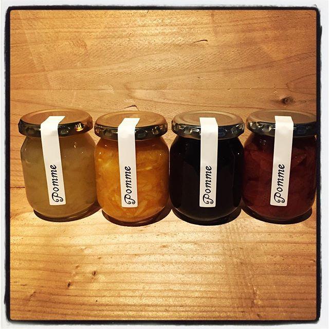 pomme mountain*mountainの物販コーナーに新商品が仲間入りしました^^ 長野県岡谷のジャムを専門に手がける pomme[ポム]さんから 今回は4種類の美味しいヤツが届いております^^ ・いちごと唐辛子のジャム・ブルーベリージャム・清見オレンジジャム・ラ フランスと白ワインのジャムというラインナップ!それぞれの果物の特性を生かし 生の果物を超えた食感と香り、味となっています^^ 果物、お砂糖ともに国産を使用し 添加物や保存料などは使っておりません^^ ぜひ一度お試しください!#mountainmountain #nagasakabase #そんなあなたはスパイシー #mountainlife #pomme #ジャム