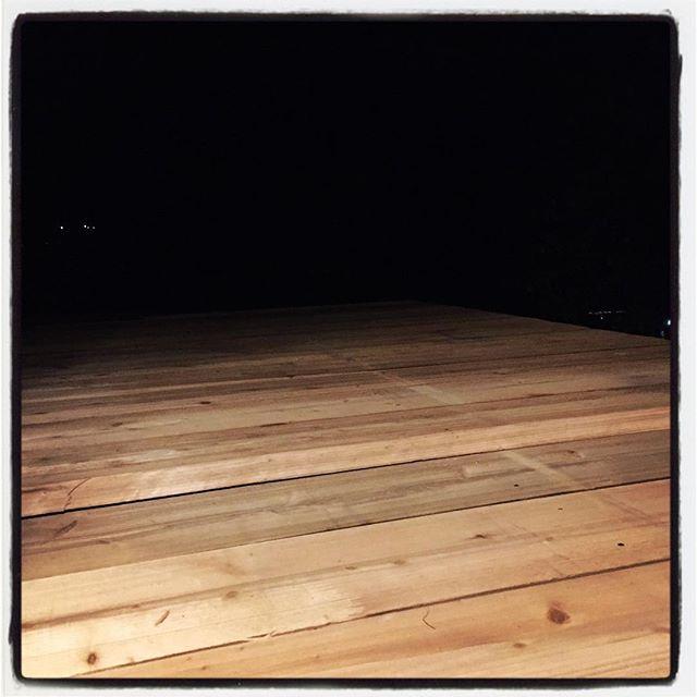 wood deck 手摺とかないので 暗闇の先は行かない方がいい^^; #nagasakabase #mountainmountain #そんなあなたはスパイシー #mountainlife #diy #wooddeck #一寸先は闇
