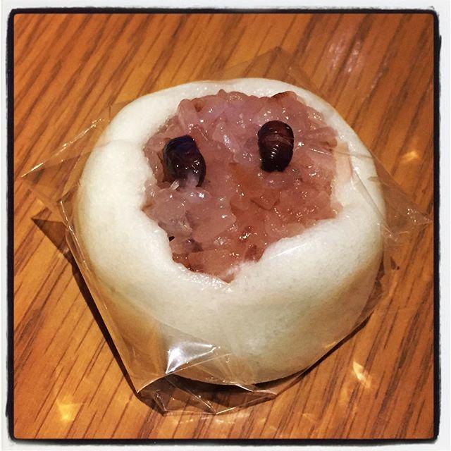 festive red rice steamed bread 英語表現が怪しい^^;赤飯饅頭^^ 饅頭の皮にお赤飯が詰まっているおめでたい饅頭と^^ 特にめでたくはないけれど 金精軒さんで売っていたので買ってみた^^なかなか巡り合わないので^^ #nagasakabase #mountainmountain #そんなあなたはスパイシー #mountainlife #赤飯饅頭