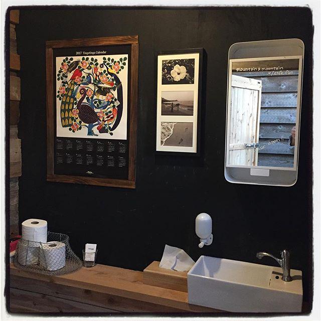 br トイレをバージョンアップ^^ 殺風景だったので ティンガティンガのカレンダーと写真を飾ってみた^^ 他にも少し^^覗いてみてください^^ #mountainmountain #nagasakabase #そんなあなたはスパイシー #mountainlife #toilet #br #wc