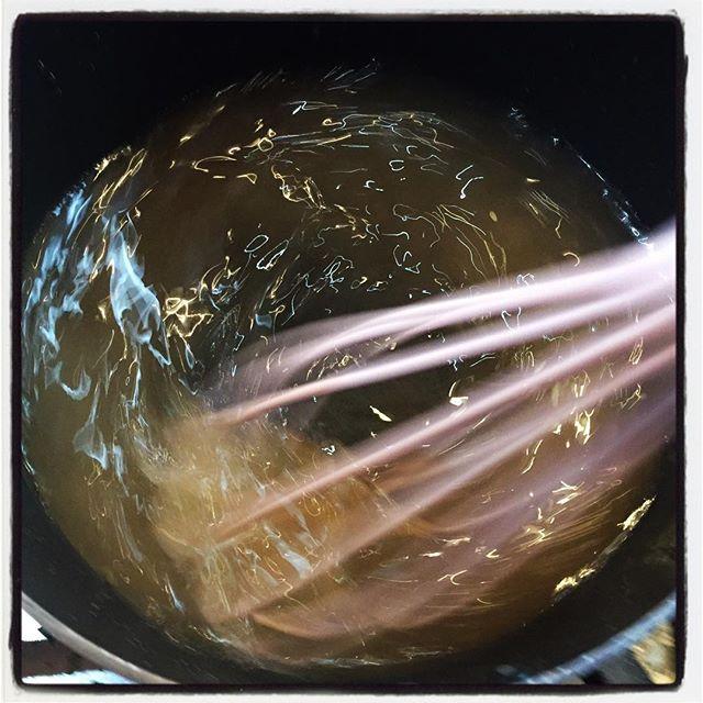 beater デザート作り^^ 最近はマンゴーゼリーが定番となってきました^^ 果肉と果汁を使って プリンの容器で冷やし固めるミニデザート^^ 熱かったり 辛かったり スパイシーだったりのメインのお料理の後にはちょうどよい^^ ケーキセットにして 数種類のなかからお選びいただけるコースもご用意してます^^ ご要望があればバースデイケーキのご用意も出来ますのでご相談ください!#mountainmountain #nagasakabase #そんなあなたはスパイシー #mountainlife #cake #dessert