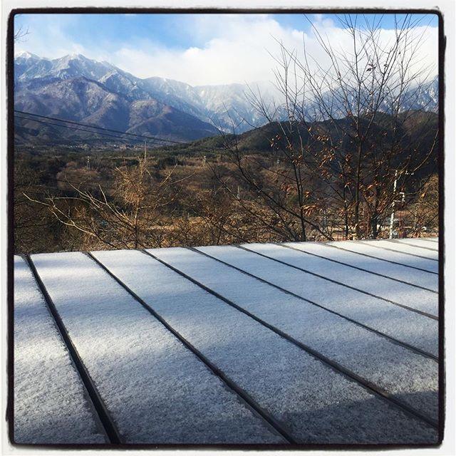 snow! うっすらと雪化粧^^ 陽がさしてきたらあっという間に溶けました^^; #nagasakabase #mountainmountain #そんなあなたはスパイシー #mountainlife #snow #雪