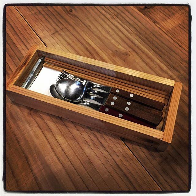 cutlery box カトラリーを入れる箱を作ってみた^^ ひと束いくらで買える杉板を使って テキトーに ザックリと^^; うちのテーブルには合ってると思います^^ #mountainmountain #nagasakabase #そんなあなたはスパイシー #mountainlife #diy #cutlery #restaurant
