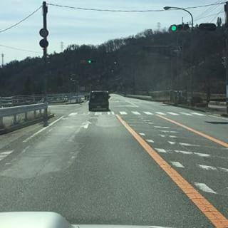 way to mountain*mountain.from R20 ver国道20号から mountain*mountain w/cafe flatまでの動画道案内です^^ 映像は 白州方面からですが 東京・甲府、韮崎方面からでも 花水坂(hanamizuzaka)入口の信号で曲がって頂ければ 道なりに約3分ほどで到着します^^ 途中 天気が良いと富士山がよく見えるポイントがありますので 車窓からの眺めもお楽しみいただきながら 安全運転でお越しください^^ フルバージョンは Facebookで!#mountainmountain #nagasakabase #そんなあなたはスパイシー #mountainlife #waytomountainmountain #道順
