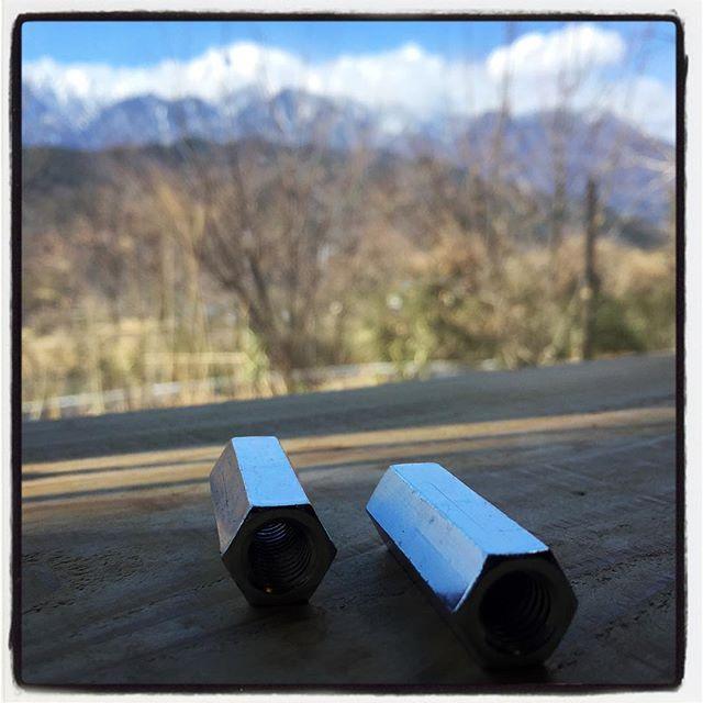 nut = chopstick restテーブルの上にナットを置き忘れたわけではなく コレ mountain*mountainの箸置きなので お使いください^^; もちろん スプーンもフォークにも^^ 今日もいい天気^^ アルプスがよく見えます!#mountainmountain #nagasakabase #そんなあなたはスパイシー #mountainlife #chopstickrest