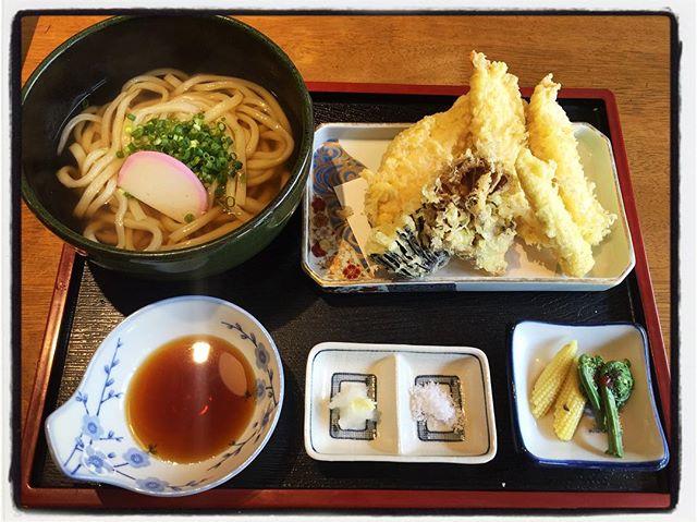 tenpura udon うどんを食べに増富へ^^むらまつで鶏と野菜の天ぷらうどん^^ #nagasakabase #mountainmountain #そんなあなたはスパイシー #mountainlife #むらまつ