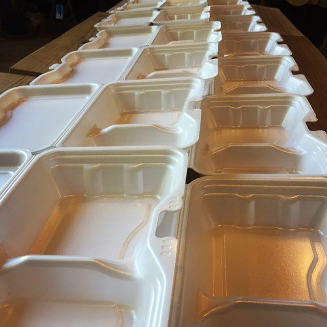 catering 今日はお昼から 北杜市の おいしい学校で ロードムービー・simplifeのイベントに出店^^ その前に もう一仕事^^原村で開かれるイベントのスタッフ弁当をご依頼いただいたので^^ #mountainmountain #nagasakabase #そんなあなたはスパイシー #mountainlife #bento #catering