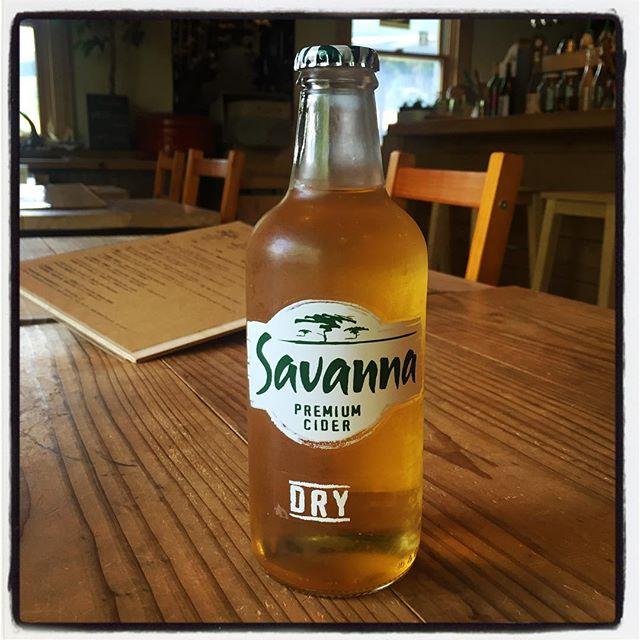 savanna dry 南アフリカより 林檎のシードル^^ サバンナ ドライは 南アフリカ生まれの 甘さをおさえた爽やかな林檎のシードル^^ これからの季節にぴったり! だと思います^^ サバンナをイメージしたデザインも良いですよ!#mountainmountain #nagasakabase #そんなあなたはスパイシー #mountainlife #savanna #savannadry #シードル