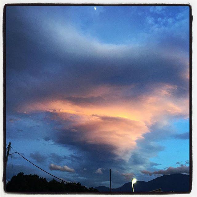 clag いろんな人があげていた今日の夕暮れ雲^^ 綺麗でした^^ #nagasakabase #mountainmountain #そんなあなたはスパイシー #mountainlife