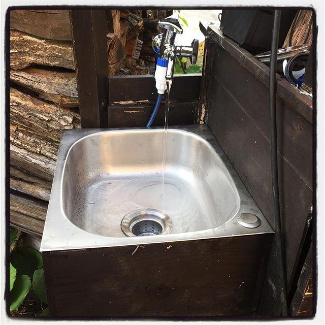 sink fire baseへ 簡易水道を引いたので シンクも設置^^ 花壇へ続く簡易の浸透配管は3年くらい前に埋設してあったので それがやっと活かせます^^; #nagasakabase #mountainmountain #そんなあなたはスパイシー #mountainlife #sink #firebase #diy