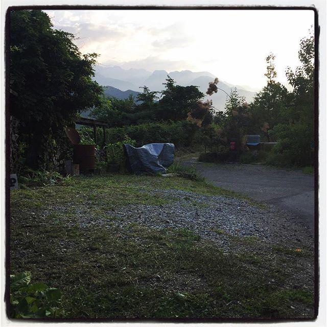 mowing 駐車場の草も伸び放題で 駐車場に見えなかったので一気に刈る^^ #nagasakabase #mountainmountain #そんなあなたはスパイシー#mountainlife #mowing