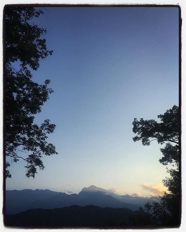 evening sky 陽が傾くと 暑さが少し落ち着いて 良い風が吹いていた^^ #nagasakabase #mountainmountain #そんなあなたはスパイシー #mountainlife