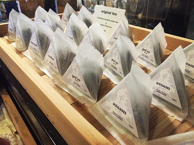 select & blend tea スパイスに続き今度はお茶です^^ mountain*mountainで人気の オリジナルブレンドのマサラチャイや世界のお茶が 2個入りのテトラパックに^^ お求め安く 持ち運びやすくなりました^^ 第一弾は select teaと マサラチャイの7種類から^^ 第二弾は ハーブティーや紅茶を中心にする予定^^ オリジナルスパイスと共に お試しください^^ #mountainmountain #nagasakabase #そんなあなたはスパイシー #mountainlife #tea #masalachai #spices #spice #phakchi #coriander #cilantro #パクチー